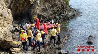 Vés a: Mor un home de 60 anys en caure per un penya-segat de vuit metres a Cadaqués