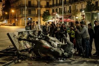 Vés a: La Guàrdia Urbana investiga qui ha enderrocat l'estàtua de Franco