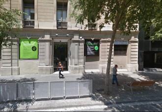 Vés a: Ferida greu una jove de 16 anys en caure d'un tercer pis a una escola de Barcelona