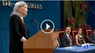 Vés a: VÍDEO Núria Espert fa emmudir els Premis Princesa d'Astúries recitant Shakespeare en català