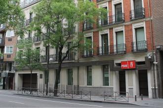 Vés a: Concentració a Ferraz per exigir que el PSOE no s'abstingui