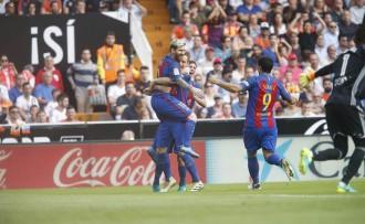 Vés a: Un penal a l'últim minut dóna la victòria al Barça davant el València (2-3)