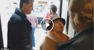 Vés a: Una manifestant intenta entrar a Ferraz al crit de «corruptes» i  «poca vergonyes»