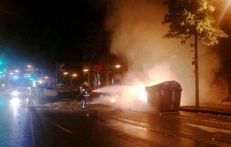 Vés a: Cremen 12 contenidors en 12 minuts a Sabadell