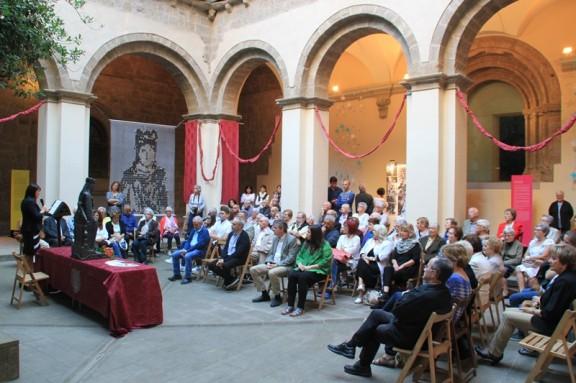 Una exposició fa un recorregut visual en les efemèrides de la Coronació de la Mare de Déu