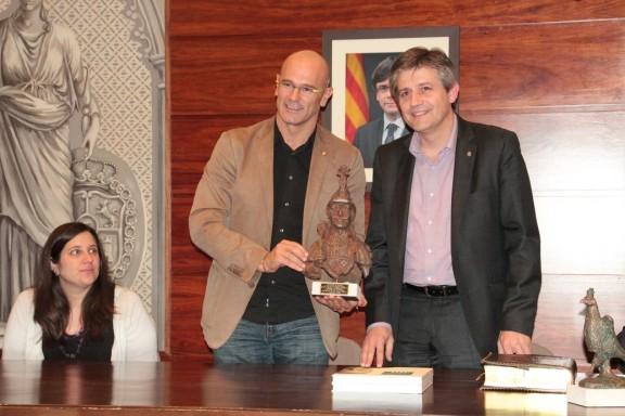 El conseller Romeva i el diputat Lluís Llach visiten l'ajuntament de Solsona