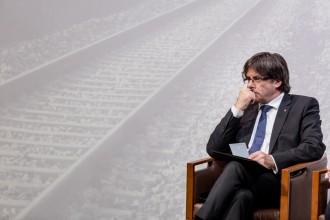 Vés a: Puigdemont convoca la cimera per encarrilar l'organització del referèndum el 23 de desembre