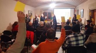Una vintena de veïns de Pinós assisteixen a la jornada participativa malgrat la pluja