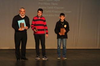 Pau Llacer i Pol Viladrich del Club de Bitlles Olius reben el reconeixement a la Nit de l'Esport