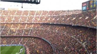 Vés a: VÍDEO El Camp Nou retrona de nou amb crits d'«independència»