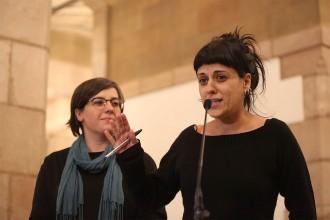 Vés a: El clatellot d'una diputada de la CUP al PSC pel «xec en blanc» contra les institucions catalanes