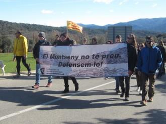 Vés a: Un centenar de persones diuen  «no» a l'asfaltatge al  Montseny