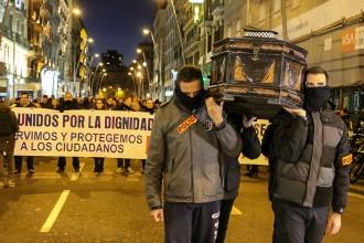 Vés a: Mig miler de policies es manifesten a Barcelona contra el seu «ús polític»