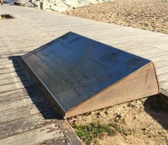Vés a: Badalona retira la placa dedicada a Fernández Díaz