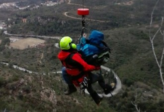 Vés a: Rescaten amb helicòpter un turista xinès que s'havia enfilat a una roca de Montserrat i no sabia baixar-ne