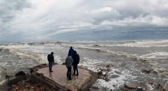 Vés a: El segon temporal en un mes esborra platges i agreuja la regressió al Delta de l'Ebre