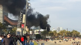 Vés a: Un incendi al passeig marítim de Barcelona causa una columna de fum visible arreu de la ciutat