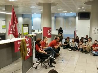 Vés a: L'ocupació de l'oficina de Bankia amb els tres regidors de la CUP acaba sense intervenció policial