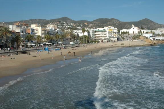 Vés a: Els sitgetans tindran veu en el debat sobre el futur de la platja Sant Sebastià