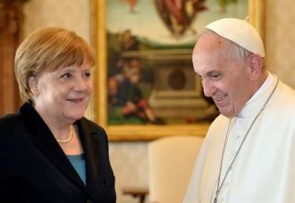 Vés a: El Papa reclama que la UE torni als seus orígens per evitar «el risc de morir»