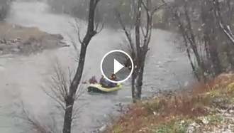 Vés a: VÍDEO Ràfting sota la neu al Pallars Sobirà