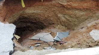Vés a: L'esvoranc de Viladecavalls que va engolir un cotxe creix i té una profunditat de 22 metres