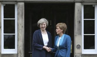Vés a: May i Sturgeon es reuneixen el dia abans que Escòcia demani un altre referèndum