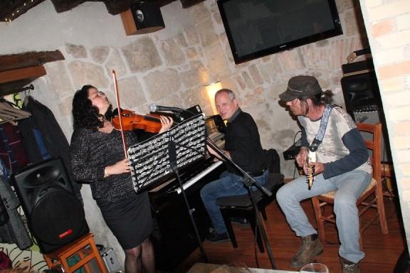 Bona resposta al tret de sortida del Cicle Acústic de concerts a Solsona