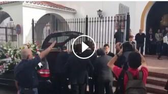 Vés a: VÍDEO Canten el «Cara al sol» al funeral d'Utrera Molina