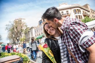 Vés a: Tarragona s'omple de gent per celebrar una diada de Sant Jordi ben assolellada