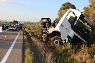 Vés a: Un mort en un xoc frontal entre un camió i un turisme a Rasquera, a la Ribera d'Ebre
