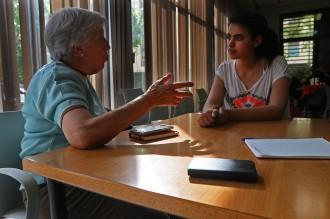 Vés a: «Parelles digitals»: joves de Vic, professors particulars de tecnologia per als més grans