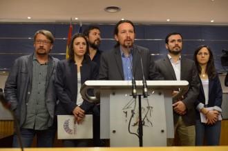 Vés a: Podem planteja una moció de censura contra Rajoy i el PSOE la rebutja