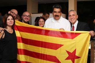 Vés a: Maduro es fotografia amb l'estelada i es compromet amb el procés: «Veneçuela reconeixerà Catalunya»