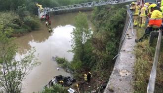 Vés a: Mor el conductor d'un camió en caure al riu a la C-55 a Collbató