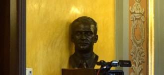 Vés a: El govern d'Àngel Ros es nega a retirar el bust del rei Joan Carles I de la Paeria