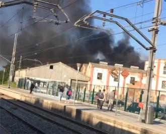 Vés a: Crema una nau industrial en desús a Mollet del Vallès