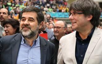 Vés a: Puigdemont anuncia el darrer intent de pactar el referèndum amb el govern espanyol