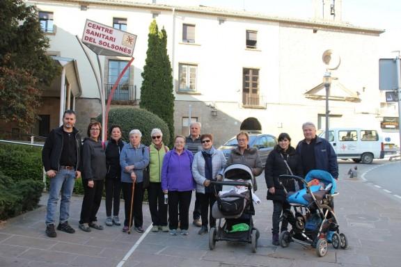 Una desena de participants se sumen a la caminada saludable