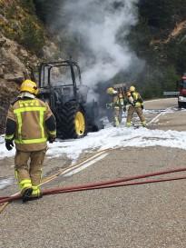 Crema totalment un tractor a Guixers