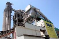 Vés a: Montcada i Reixac porta a Fiscalia l'abocament de fuel de la cimentera Lafarge al Besòs