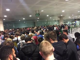 Vés a: Tornen les cues a l'aeroport del Prat tot i l'augment d'agents als controls