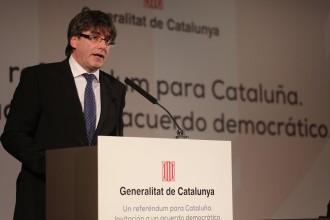 Vés a: La carta de Puigdemont a Rajoy: «Ha arribat el moment imprescindible d'asseure's a negociar»