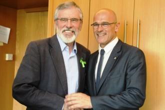 Vés a: Romeva rep el suport de Gerry Adams al procés català en una reunió a Irlanda