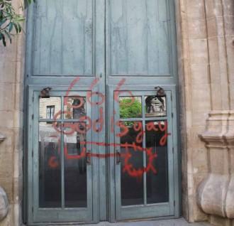 Vés a: Pintades a la catedral de Solsona contra el bisbe per les seves polèmiques declaracions sobre l'homosexualitat
