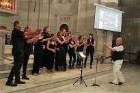 Un centenar de veus porten l'ànima del gospel a l'església del Cor de Maria