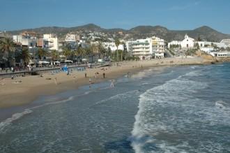 Vés a: Submergiran un espigó per recuperar sorra a la platja de Sant Sebastià