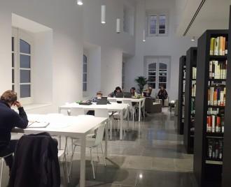 La biblioteca solsonina inverteix els horaris d'obertura durant l'estiu