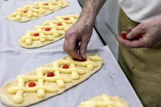 Vés a: Els catalans menjaran 1,7 milions de coques artesanes per Sant Joan