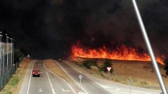 Vés a: L'incendi a Sant Fruitós de Bages obliga a desallotjar naus i una urbanització